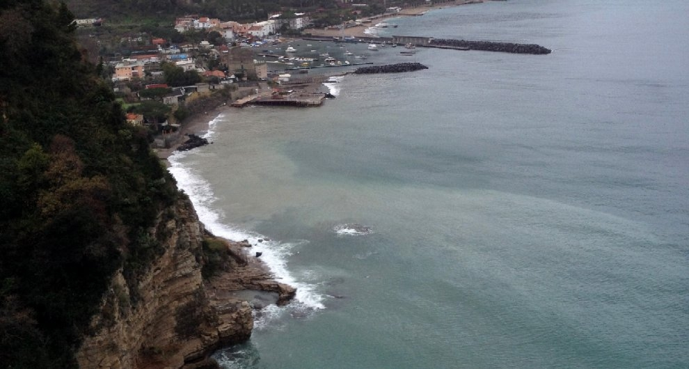 VICO EQUENSE: SOS RIVO D'ARCO, LIQUAMI A CIELO APERTO