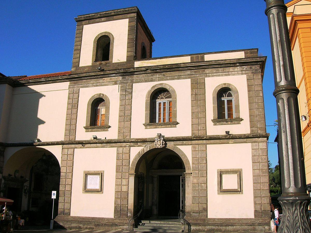 SORRENTO – BASILICA DI SANT'ANTONINO CHIUSURA PER LAVORI.