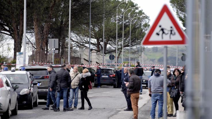TERZIGNO: TROVATO MORTO L'UOMO CHE IERI MATTINA HA AMMAZZATO LA MOGLIE DAVANTI ALLA SCUOLA DELLA FIGLIA