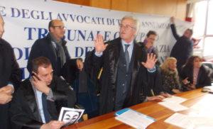 """TORRE ANNUNZIATA – AVVOCATI DI TORRE ANNUNZIATA ORGANIZZANO FLASH MOB """"DI PREVIDENZA NON SI PUO' MORIRE""""."""