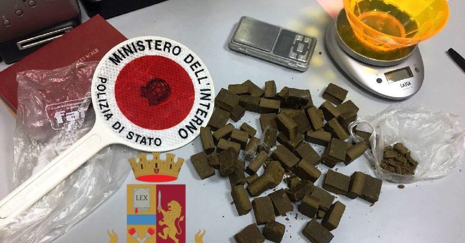 CAPRI – DROGA NASCOSTA IN FAZZOLETTO: ARRESTATO 50ENNE