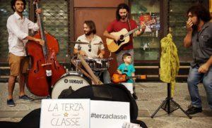 """Il 26 ottobre 2018 alle ore 20:00 verrà presentato il nuovo ep de """"La Terza Classe"""" (Polosud Records) presso il cortile interno della cattedrale di Sorrento"""