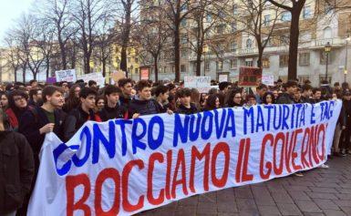 SCUOLA –  STUDENTI OGGI IN 30 PIAZZE CONTRO LA NUOVA MATURITÀ, SI PROTESTA ANCHE CONTRO LA REGIONALIZZAZIONE