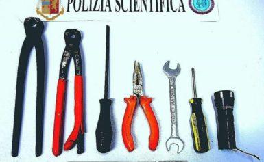 SORRENTO – LA POLIZIA DI STATO HA ARREDTATO UN KADRO SERIALE DI BICI ELETTRICHE.