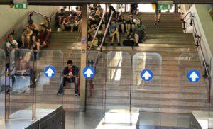EAV – Pochi treni, sporchi ed affollatissimi, personale in ferie senza alcuna logica, evasione record del biglietto, sono solo alcuni dei problemi dell'ex Circumvesuviana