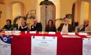 Ars Harmonia Mundi di Letizia Caiazzo riporta l'Esasperatismo in Sala Consiliare a Sorrento