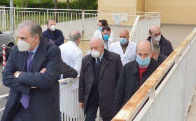 LA VISITA DI DE LUCA AL COVID HOSPITAL DI BOSCOTRECASE: PRONTI ALLA FASE 2