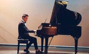 """LICEO ARTISTICO MUSICALE F. GRANDI: """"IO RESTO A CASA"""" CONCERTO DI AGOSTINO MIRIMAO"""