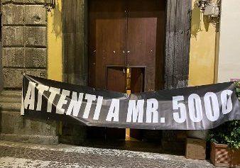 """SORRENTO: """"ATTENTI A MR 5000"""", LA PROTESTA SI SPOSTA IN PIAZZA"""