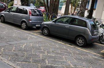 SORRENTO: IN UNA GIORNATA DI BEL TEMPO PIOVONO MULTE IN PIAZZA ANDREA VENIERO